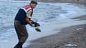 Le policier a retrouvé le corps du jeune Aylan sur une plage de Turquie.
