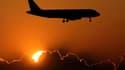 La direction de l'aviation civile irlandaise (IAA) a annoncé des restrictions à tous les vols au départ et à l'arrivée des aéroports de l'île valables mardi de 06h00 à 12h00 GMT, en raison de la présence de cendres volcaniques. /Photo d'archives/REUTERS/M