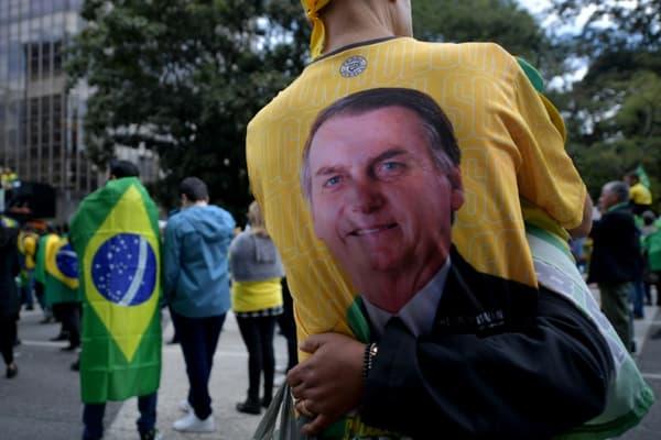 Des manifestants rassemblés pour exprimer leur soutien au président Jair Bolsonaro à Sao Paulo, au Brésil le 1er août 2021