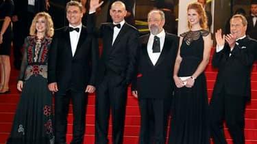 """Le réalisateur israélien Joseph Cedar (3e en partant de la gauche) et les acteurs de son film """"Footnote"""" (traduction littérale : note de bas de page). Ce long-métrage, une comédie au fond cruel, retrace également l'histoire d'une rivalité entre un père et"""