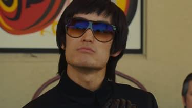 Mike Moh dans le rôle de Bruce Lee