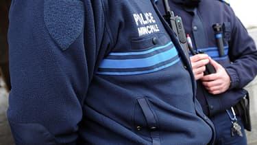 Des policiers municipaux en armes (Photo d'illustration).