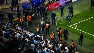 Neymar sous protection lors du match OM-PSG