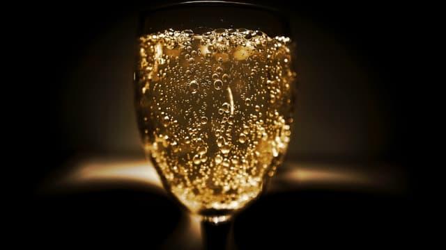 En Champagne, le bio est plus difficile car le nombre de jours de pluie favorise le développement des champignons qui menacent le raisin et les récoltes.