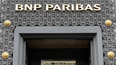 Comme le veut la procédure judiciaire, la juge américaine a imposé à la banque française de payer l'amende et une mise à l'essai de cinq ans.