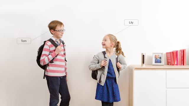 Baptisée Welcome, la caméra intelligente de la société française Netatmo reconnait le visage des personnes qui passent devant elle. Les parents peuvent automatiquement être avertis par Welcome lorsque leurs enfants rentrent à la maison.