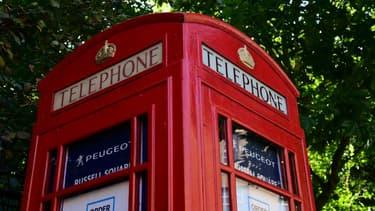 Joli coup de com' pour la filiale britannique de Peugeot qui a installé une concession éphémère dans une cabine téléphonique.