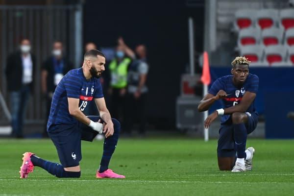 Karim Benzema et Paul Pogba ont posé le genou à terre avant le match France-pays de Galles le 2 juin dernier