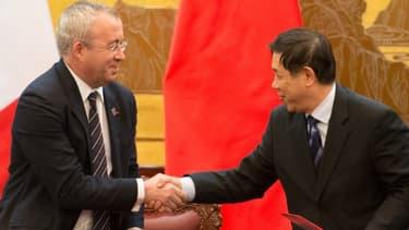 Le président d'Areva, Luc Oursel, a conclu deux contrats avec le dirigeant de CNNC, Qin Sun.