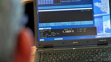 Le prix de référence du porc s'affiche sur un ordinateur au marché de Plérin