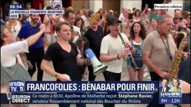 Francofolies: après son concert, Bénabar déambule (et chante) dans les rues de La Rochelle