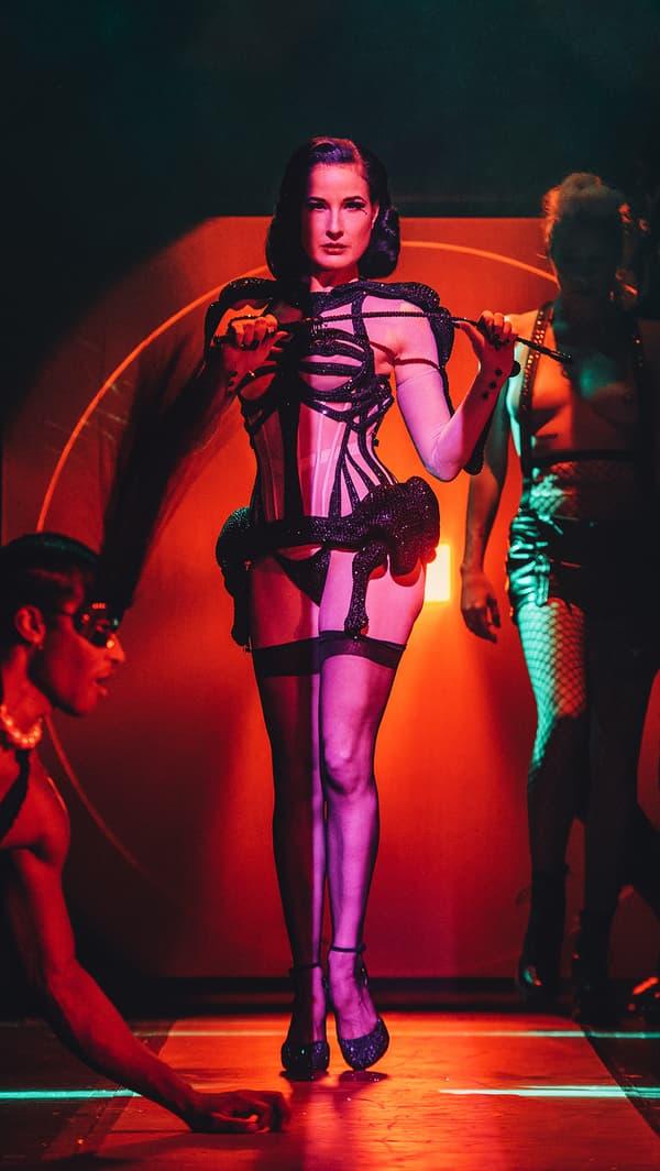 Dita Von Teese dans le spectacle de Jean Paul Gaultier aux Folies Bergères.
