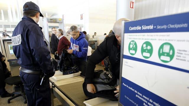 Les objets confisqués avant l'embarquement vont pouvoir être récupérés par les voyageurs à Roissy.