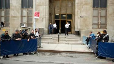 L'entrée du tribunal new-yorkais où une audience se tient jeudi pour décider de la libération sous caution ou non de Dominique Strauss-Kahn. DSK a été inculpé formellement, a annoncé le parquet, qui a répété s'opposer à la libération de l'ex-directeur gén