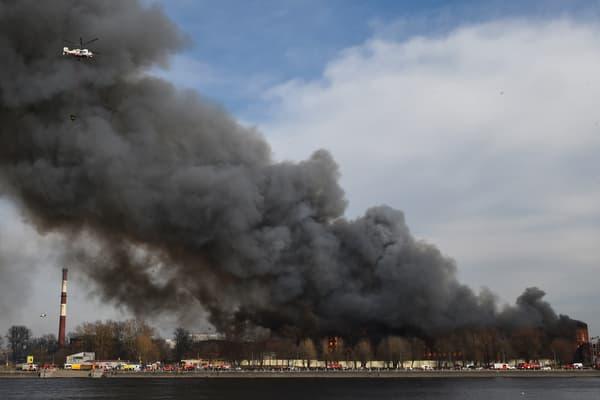 Un gigantesque incendie s'est déclaré le 12 avril 2021 au sein de la manufacture Nevski à Saint-Pétersbourg, en Russie