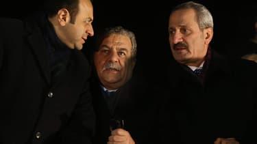 Muammer Güler entouré des minitres des Affaires Etrangères et du minstre de l'Economie turcs, le 24 décembre à l'aéroport d'Ankara.