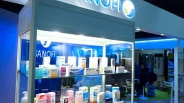 Le groupe pharmaceutique Sanofi a annoncé lundi soir l'arrêt immédiat de la production de son usine chimique de Mourenx (Pyrénées-Atlantiques), devant le tollé suscité par des informations de presse sur ses émissions hors norme de rejets...