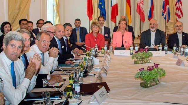 Les dirigeants iraniens, américains, européens et chinois dans la dernière ligne droite des négociations, le 6 juillet 2015, à Vienne.
