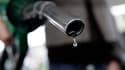 Le député UMP Jacques Le Guen a demandé lundi au gouvernement de lancer une enquête sur la hausse des prix des carburants, soupçonnant les compagnies pétrolières de tirer profit de la situation. /Photo d'archives/REUTERS/Darren Staples