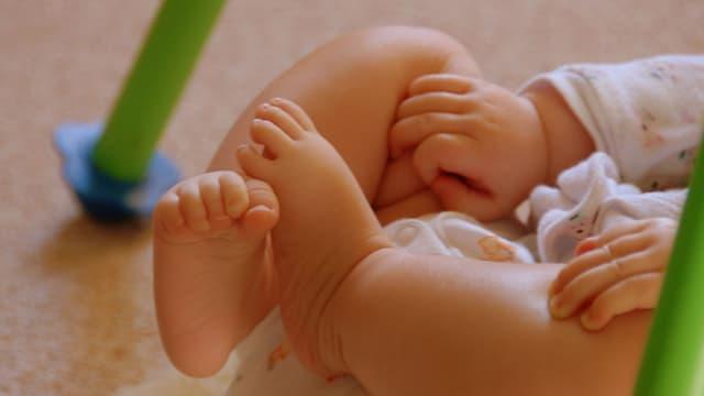 Les bébés dormiraient plus longtemps sans leurs parents.