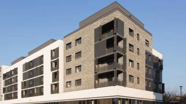 Un promoteur immobilier a eu l'idée de créer une pièce de vie supplémentaire à partager entre deux logements.