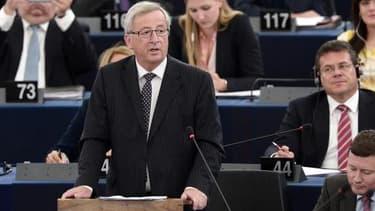 Jean-Claude Juncker accède à la présidence de la Commission européenne.