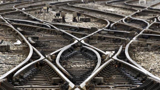 Quatre syndicats de cheminots appellent à un mouvement de grève de dimanche à mardi prochains en région Provence-Alpes-Côte d'Azur pour protester contre la nouvelle organisation que veut mettre en place la direction de la SNCF le 11 décembre. Le préavis,