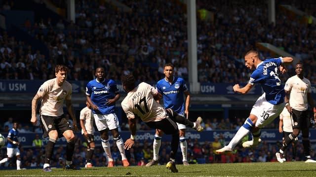 Manchester United a sombré dimanche face à Everton (4-0), quelques jours après son élimination en Ligue des champions.