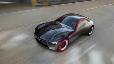 Opel à publié les premières photos officielles de son GT Concept, qui sera présenté à Genève en mars prochain.