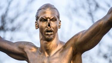 La statue défigurée de Zlatan
