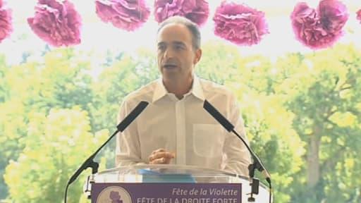 A la fête de la violette, Jean-François Copé s'est posé en premier opposant à François Hollande.