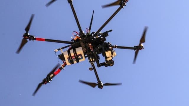 Un drone équipé d'une caméra, le 6 septembre 2014
