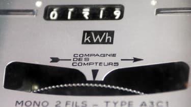 Les ménages français ont dépensé en moyenne 3.200 euros en 2012 pour s'éclairer, se chauffer et se déplacer en voiture, soit 200 euros de plus que l'année précédente. Le ministère explique ce chiffre par des températures plus fraîches qu'en 2011 et par la