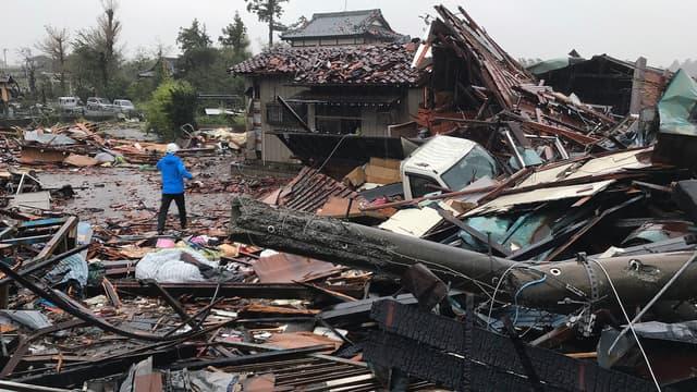 Des maisons détruites après le passage du typhon Hagibis, le 12 octobre 2019 à Ichihara dans la préfecture de Chiba au Japon.