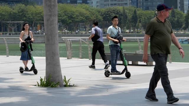 Les trottinettes étaient déjà interdites de circulation sur les routes de Singapour et leur usage sera désormais restreint aux pistes cyclables et aux voies reliant des parcs.