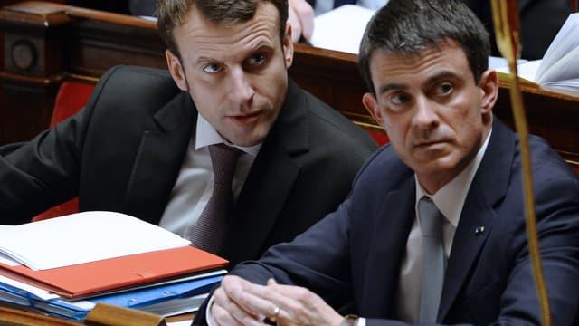 Emmanuel Macron et Manuel Valls à l'Assemblée le 14 février 2015.