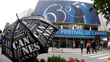 Le Palais des Festivals ouvrira mercredi ses portes à la 63e édition du Festival de Cannes, avec 19 films en compétition. Le jury présidé par Tim Burton doit remettre la Palme d'Or le 23 mai./Photo prise le 11 mai 2010/REUTERS/Eric Gaillard