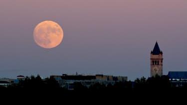 Une Super Lune au-dessus de Washington DC, le 13 novembre 2016.