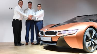 Les PDG d'Intel, BMW et Mobileye lors de la signature du partenariat liant leurs trois entreprises en 2016.