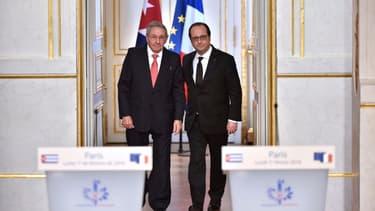 Le président cubain Raul Castro et son homologue français François Hollande