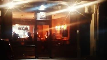 """La toute petite salle de """"Mangez et cassez-vous"""" dans le 11ème arrondissement de Paris."""