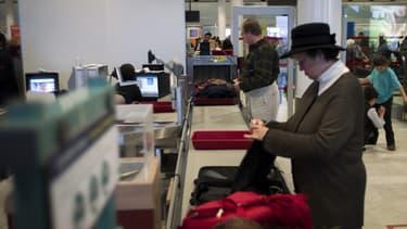 Les passagers ont le choix de payer 12 euros pour se faire envoyer chez eux, par courrier-colis, leurs articles interdits en cabine d'avion.