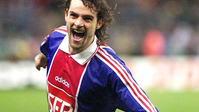 Marco Simone, vainqueur de la Coupe de la Ligue avec le PSG en 1998