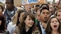 Manifestation de lycéens à Lyon. Près de 360 lycées sur 4.302 étaient touchés à des degrés divers par le mouvement national de contestation contre la réforme des retraites, selon le ministère de l'Education nationale. /Photo prise le 12 octobre 2010/REUTE