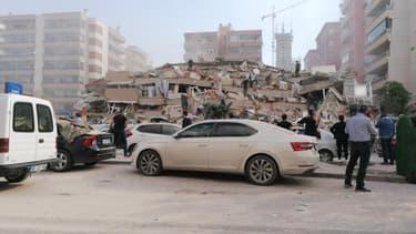 Au moins un immeuble s'est effondré à Izmir, en Turquie, à la suite d'un séisme de magnitude 7 vendredi 30 octobre 2020