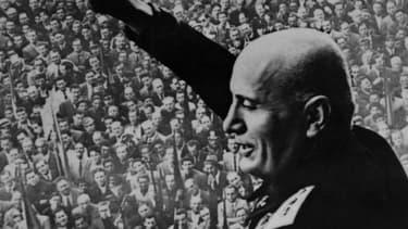 Benito Mussolini dans un meeting le 28 octobre 1922.