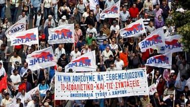 Pour la troisième journée de grève générale depuis le début de l'année, salariés des secteurs public et privé ont manifesté mercredi en Grèce contre le plan d'austérité négocié par le gouvernement en échange de dizaines de milliards d'euros d'aide interna