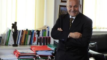"""L'homme d'affaires algérien Issad Rebrab rêve de doter l'Afrique d'une """"véritable colonne vertébrale ferroviaire""""."""