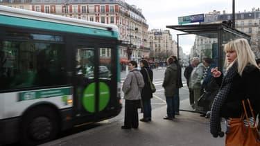 Le chauffeur a fait descendre tous les passagers porte de Clichy, leur sommant d'attendre le passage du prochain bus.