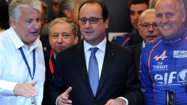 François Hollande, à la tribune des 24 Heures du Mans, ce samedi.